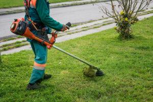 Comencen els treballs d'obertura de la franja de prevenció d'incendis al nostre barri.